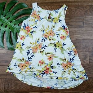 Cute ROSE + OLIVE summer top size LARGE